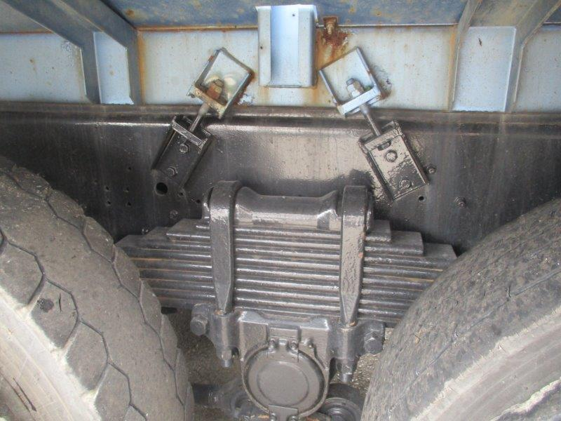 22t仕様 2デフ 汚泥吸引車